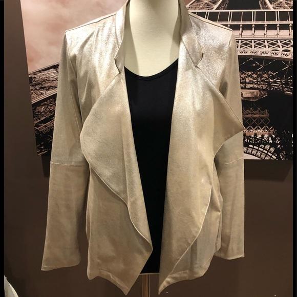 So good I had to share! Check out all the items I'm loving on @Poshmarkapp from @Kristy24319039 #poshmark #fashion #style #shopmycloset #hbyhalston #whitingdavis #soda: