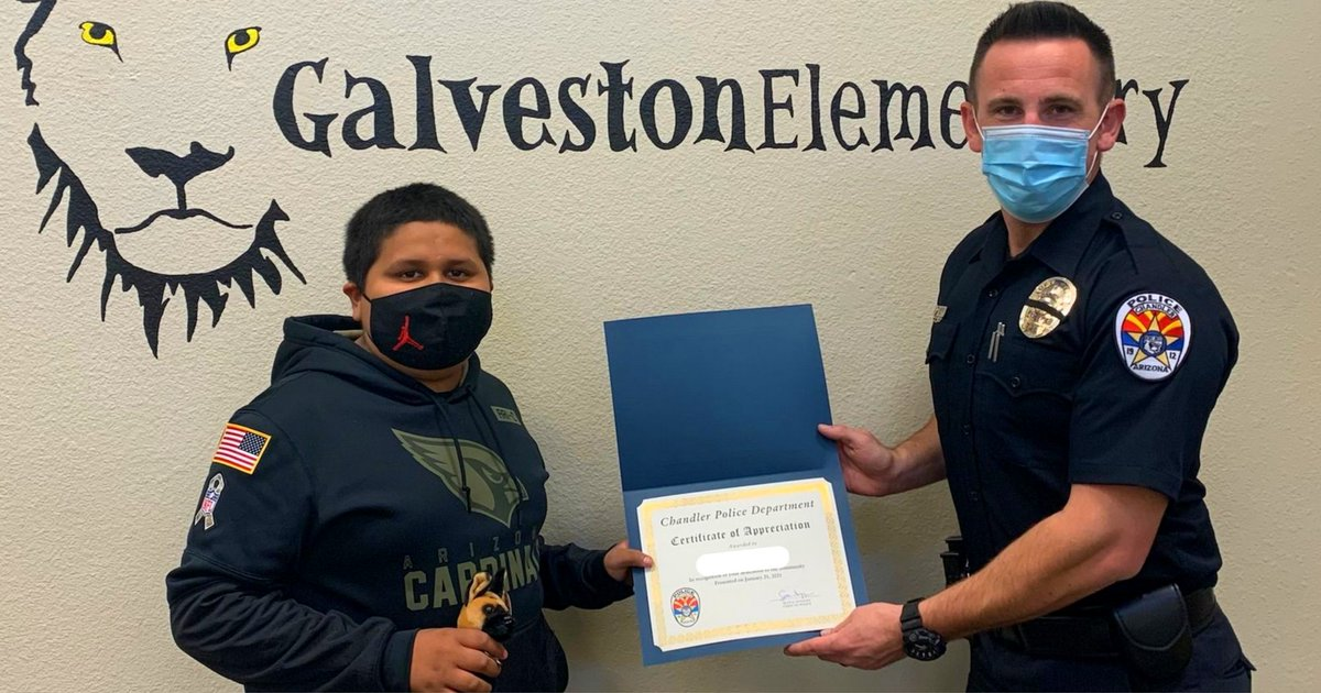 #ChandlerPD had the honor of recognizing this 6th grader at Galveston Elem. He witnessed a subject stealing packages from a home while on his way to school. He quickly notified the homeowner who was able to successfully retrieve their packages from the subject. #appreciationpost https://t.co/FF9CxscC4N
