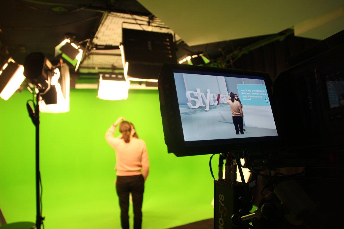 Heute geht es für die Crew von @styleranking ins Studio. Wir produzieren einen Clip für's Eigenmarketing, aber auch um zu demonstrieren, auf welchem Niveau wir für unsere Partner:innen bei Tutorials und Videoproduktionen   #influencermarketing #video #videocontent #agencylife