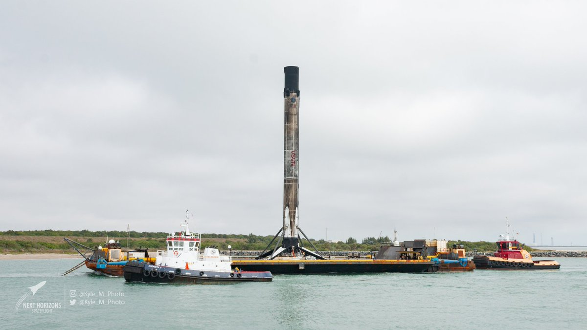 Replying to @Kyle_M_Photo: Welcome back B1058.5, that is one dirty worm you have there. #SpaceXFleet #SpaceX