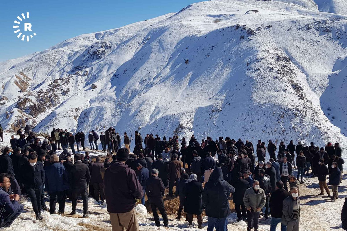 The bodies of five Kurdish kolbars who died in an avalanche in Turkey last week were buried today in Kuran village, Iran 📷: Rudaw Read more: rudaw.net/english/middle…