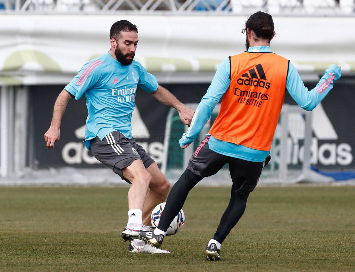 🚨🌖| Carvajal is back in full training and is likely to return in the XI vs Levante. @diarioas #HalaMadrid