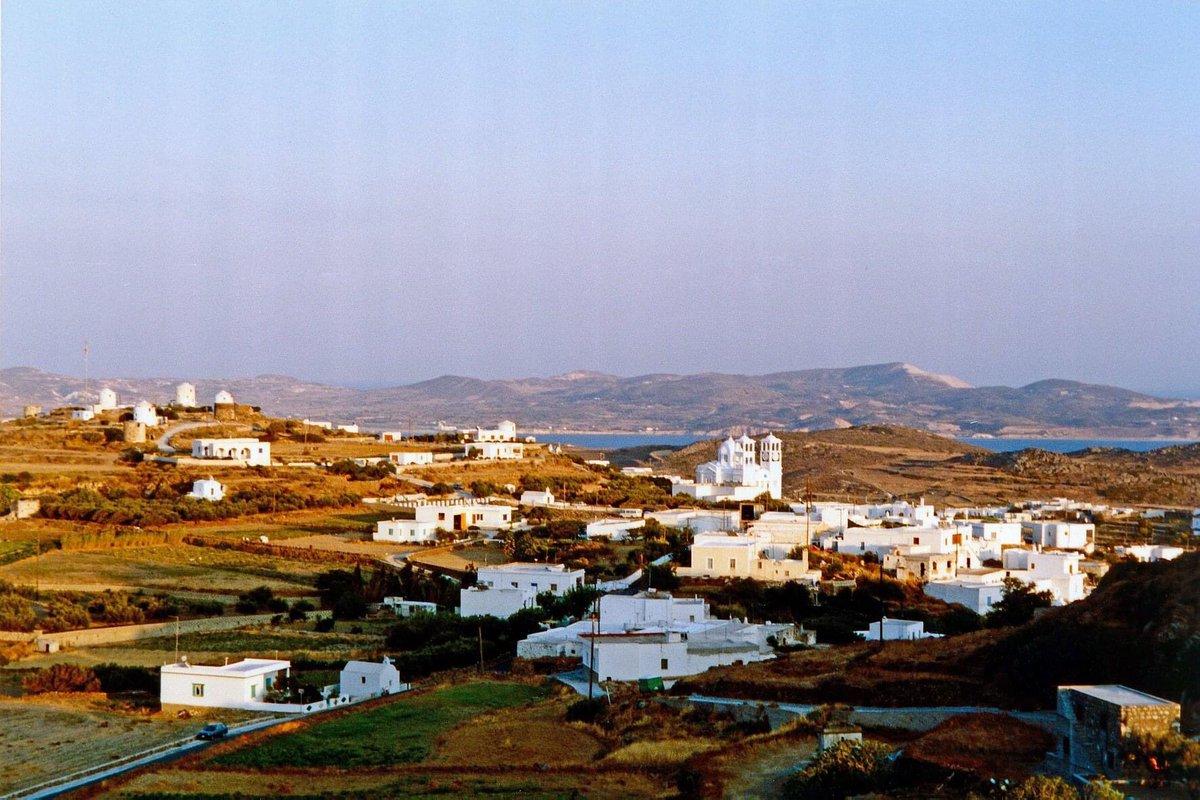 Μήλος, Πλάκα #tbt #greece #greeksummer #greekislands #cyclades #milos #milosisland #village #villages #sea #mountain #mountains