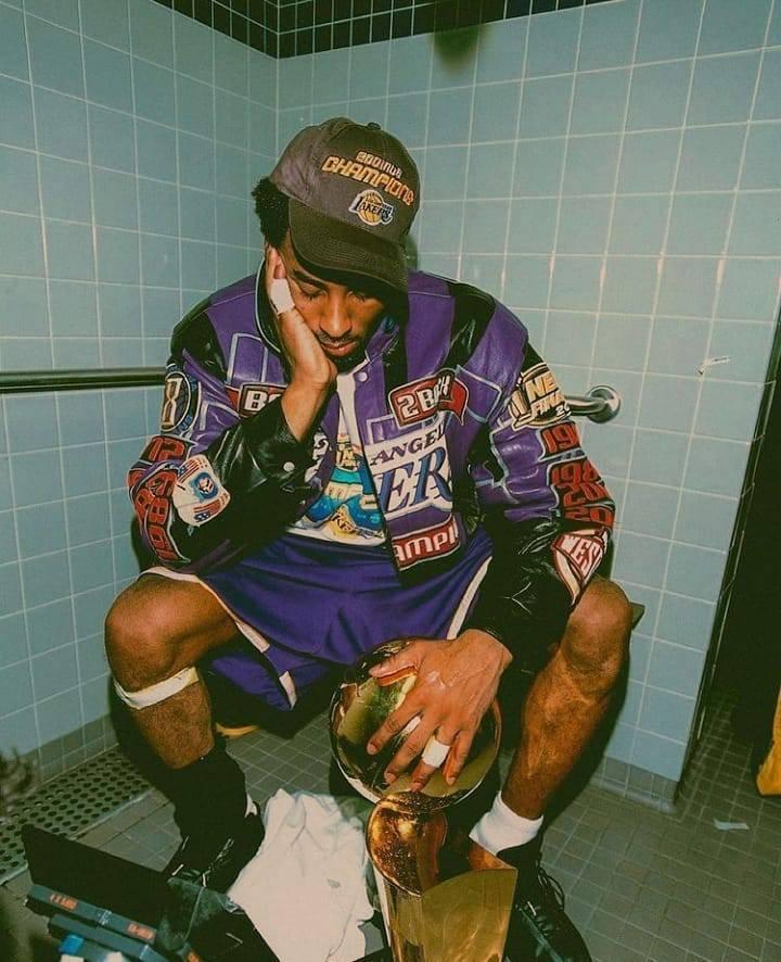 #kobebryan 🏀😭 . . . . #lakers #jordan #hiphopblog #traplife #trapnoticias #trapspain #nba #airjordan #nike #rapespaña #rapargentino #blackmamba #trap #lebronjames #jamesharden #bulls #rapespaña #trapgame #basket #baloncesto #noticias https://t.co/OvMU1e0qHI
