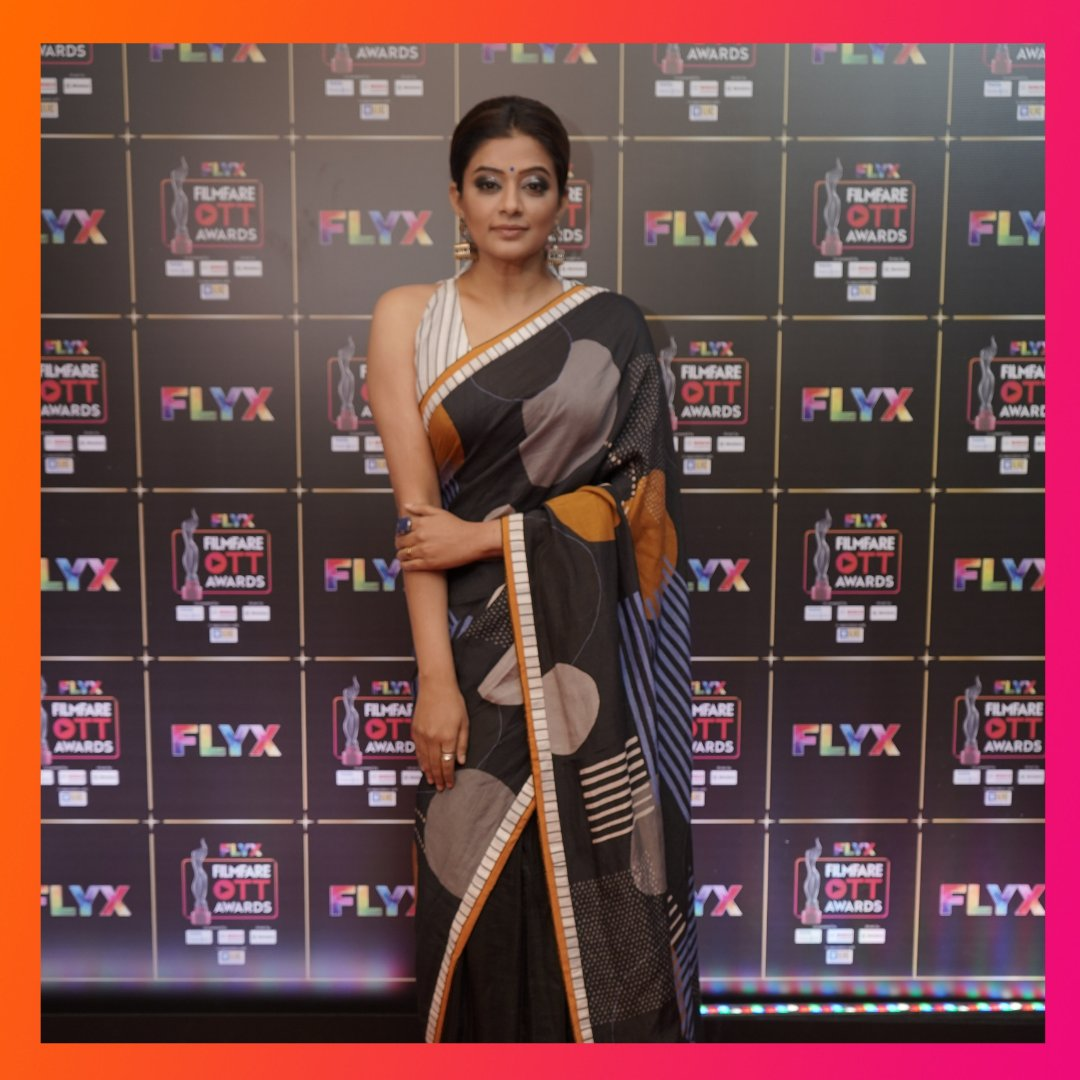 #Priyamani, who won a filmfare award for her role in #TheFamilyMan , poses regally in this photograph from the #FLYXFilmfareOTTAwards.   #filmfareottawards #filmfareottawards2020 @filmfare