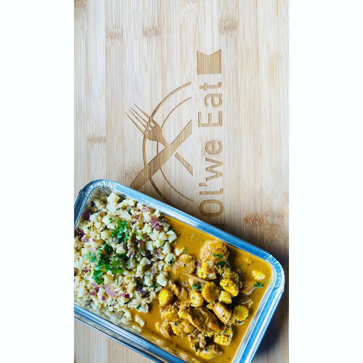Tuesday: Coconut chicken curry replaced with cauliflower cous cous  Instead of using rice if you cutting down on starch.  Ingredients: @WOOLWORTHS_SA @WWTaste   #foodie #tuesdaymotivations #cauliflowercouscous #ordernow #food #chefwork #chef #homecookedmeals#👩🏽‍🍳