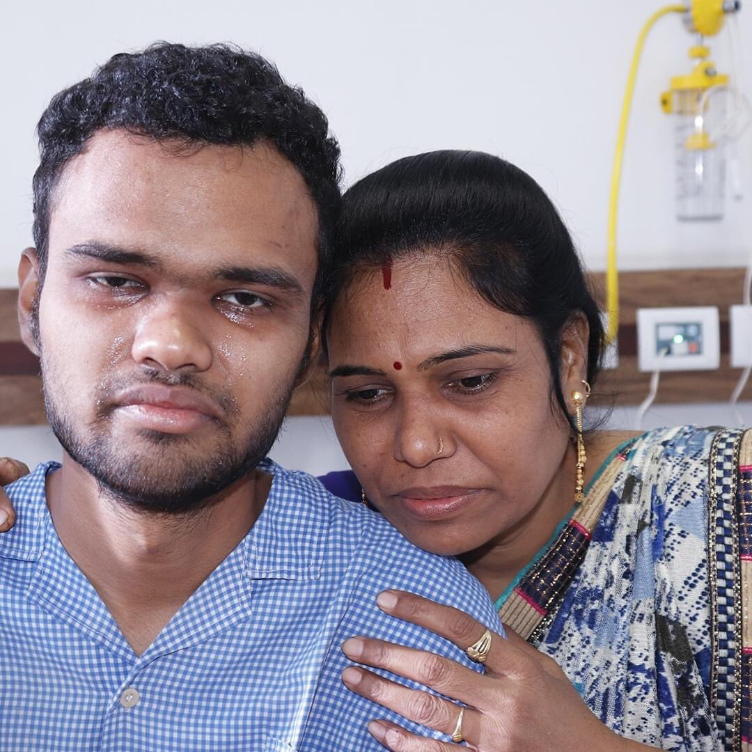"""""""My 23-yo son is dying from blood cancer. Seeing him cry & in constant pain makes my heart weep. He watches his favourite actor, @iHrithik movies, to take his mind off the pain.""""  Please help:"""