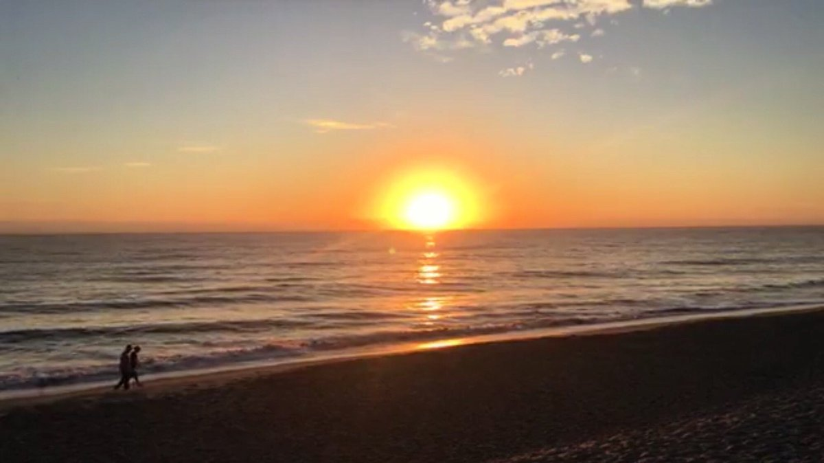 Beautiful sunrise 🌅 in #VeroBeach #Florida #Jan26 photo by my friend @DrJosefina that's there every day at the beach 🏖 To video the sunrise ! #sunrise #January #beachlife #Oceanside #tuesdayvibe