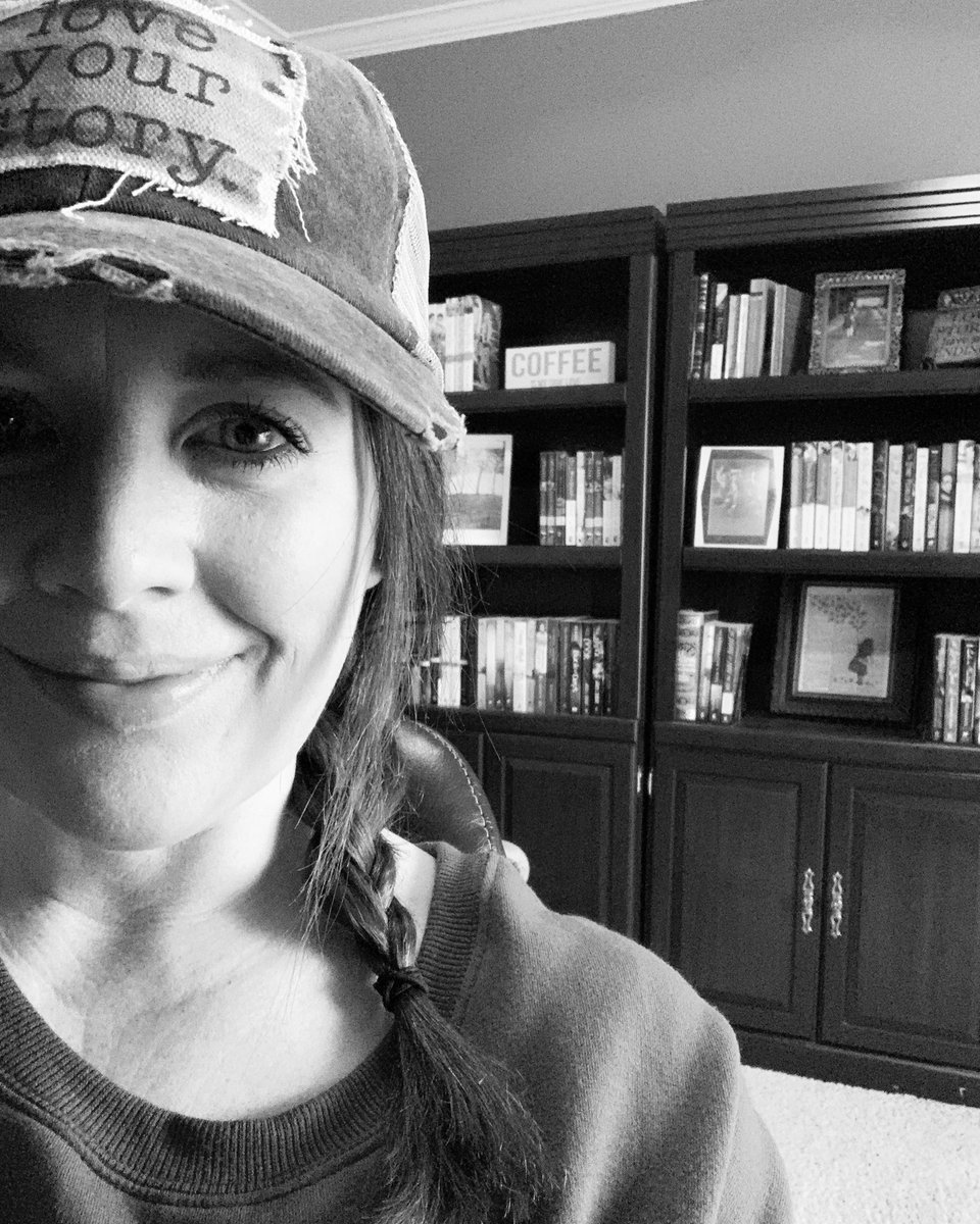 Love your story - even the messy chapters 💜 (in other words, obey my hat) #writingcommunity #fictiontruths #amwriting #authorlife #authorshenanigans #fiction #books #tuesdaySelfie #TuesdayFeeling #booklover #story #fictionnovels #TheKeyToLove