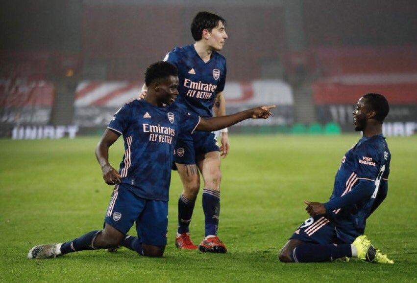 MT: Southampton 1-2 Arsenal  Un gran juego, de ida y vuelta a un ritmo rápido y dinámico. Las defensas no han estado en su pico de forma. Bukayo Saka dando de nuevo un paso al frente. Xhaka y Thomas han sido vitales.   #SOUARS 1-2