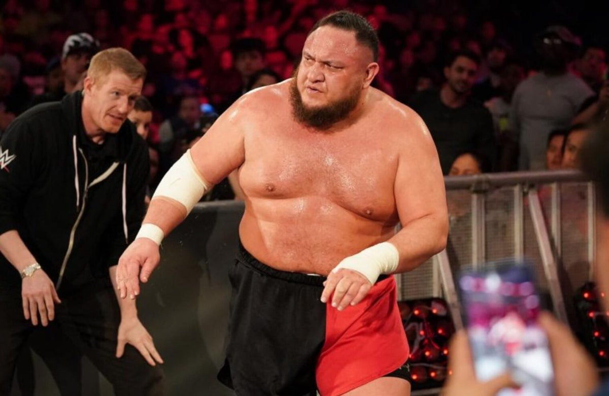 After the attack by @FrewniverseSD, WWE Champion @SamoaJoe suffered a fractured wrist at the hands of @IAmJericho. He is still cleared for #SurvivorSeries. #Frewniverse