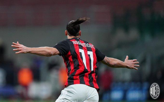 Selebrasi khas penyerang AC Milan Zlatan Ibrahimovic usai mencetak gol ke gawang Inter dalam laga Coppa Italia, Rabu (27/1/2021).