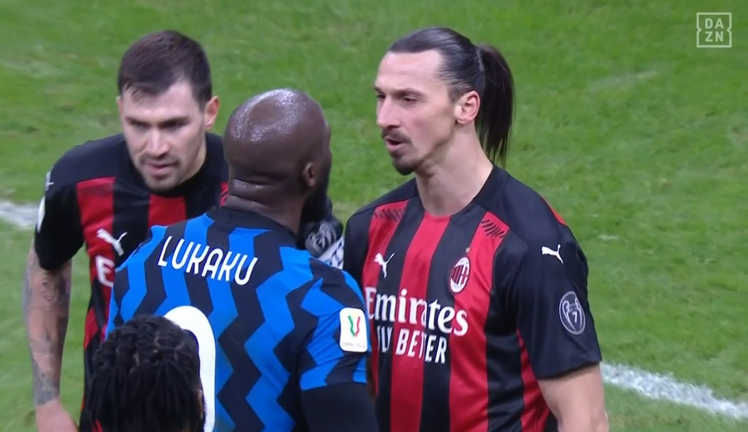 Replying to @goal: Zlatan Ibrahimovic 🆚 Romelu Lukaku  That's a fight you don't want to get in the middle of 😳