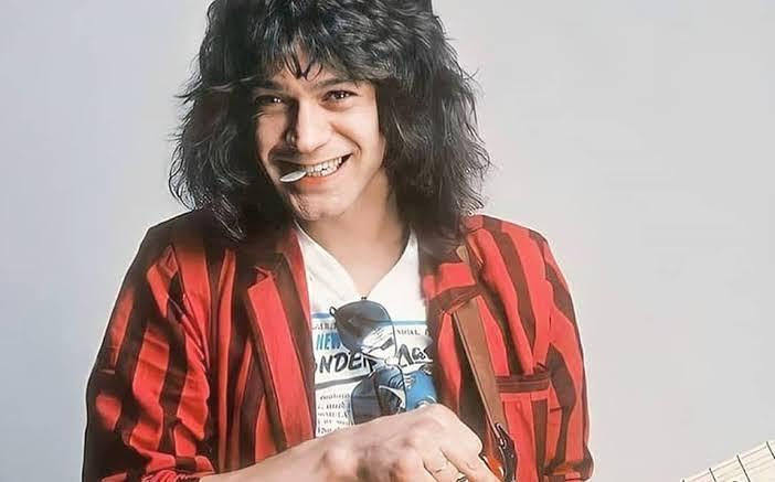 #UnDíaComoHoy pero de 1955 nació Eddie Van Halen  Uno de los mejores guitarras de todos los tiempos  Con qué canciones lo recuerdas