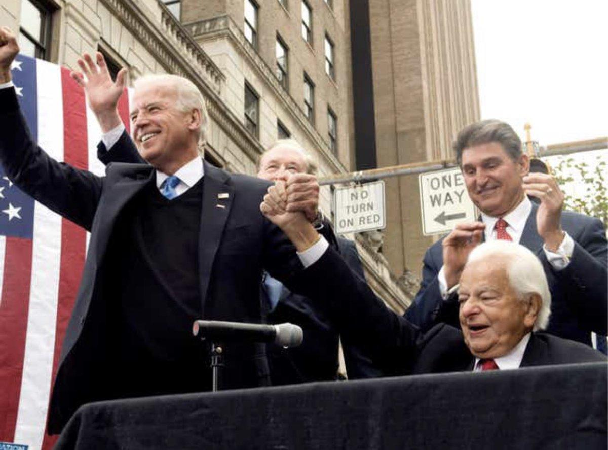 @ThaBWD @SarahHuckabee Joe Biden with KKK chapter leader Robert Byrd. But yet you still voted fir him. https://t.co/4UfFLP7zzp