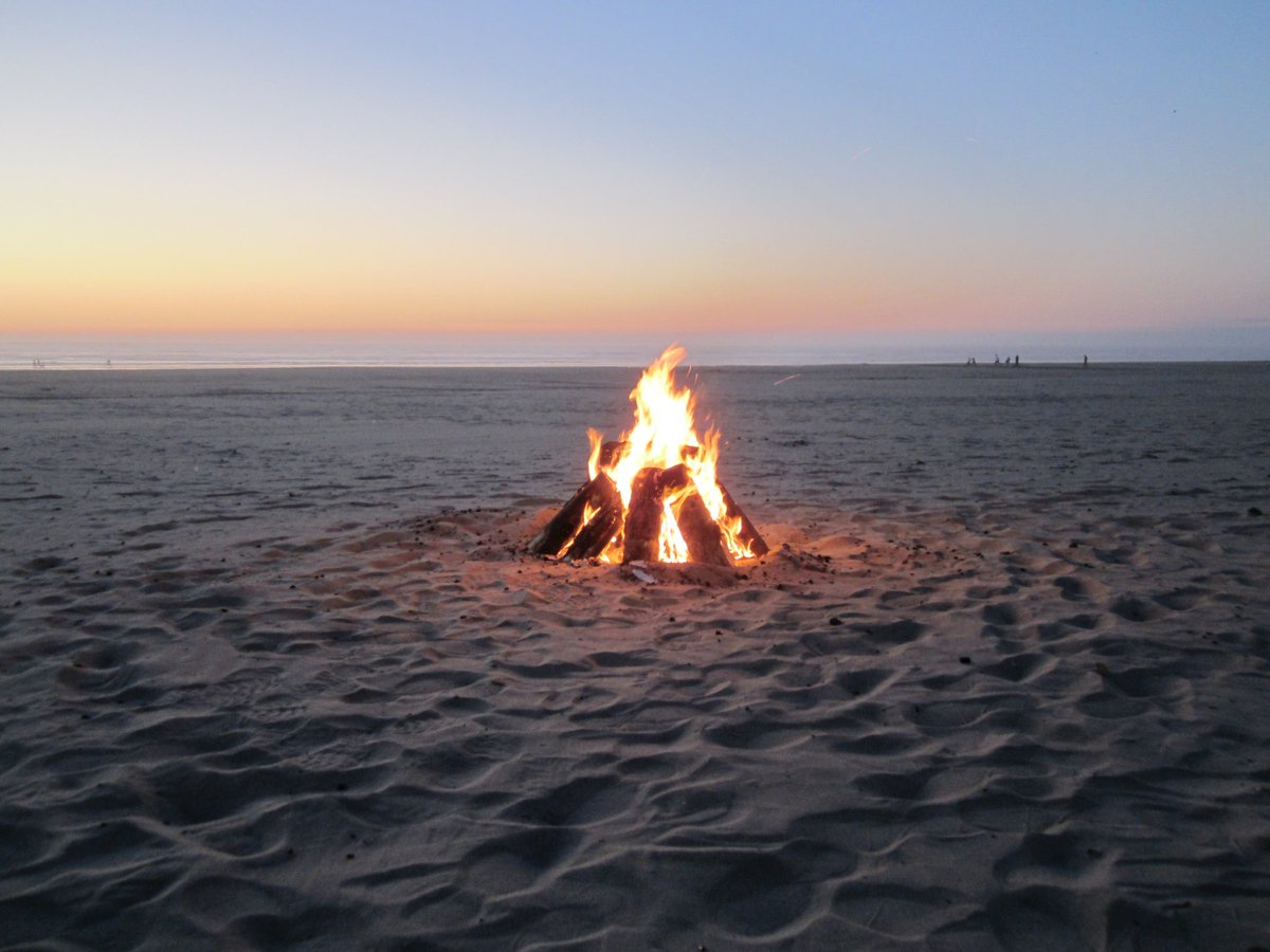 It has been forever since I have had a nice beach fire in @SeasideChamber @SeasideCCenter @VisitSeasideOR @CityofSeaside @Expedia #SeasideOregon #BucketList #Travel #Plans #PlanForAVacation #PlanForVacation #Planforvacationday  #nationalplanforvacationday