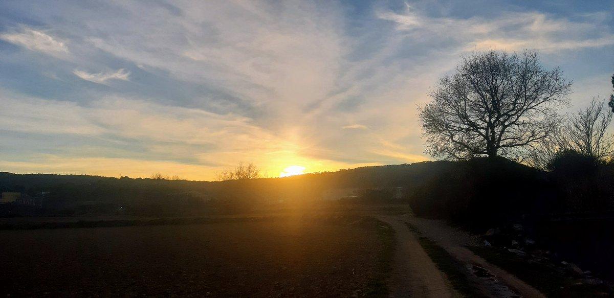Posta de sol La Llacuna @AlfredRPico @Monica_Usart @alcantara_alb @SoniaPapell @eltempsTV3 @linformatiu_tve @btveltemps @BCNmeteo @meteocat @Cat_Meteo @TempsCatalunya @ThePhotoHour @StormHour @meteorac1 #sky @MeteoMauri @eloicordomi @aria_meteo #winter #Weather #LaLlacuna #sunset