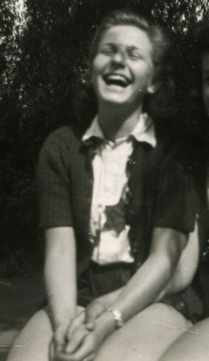 27 January 1928   A German Jewish girl, Marion Ehrlich, was born in Berlin.   In November 1942 she was deported to #Auschwitz. She did not survive.