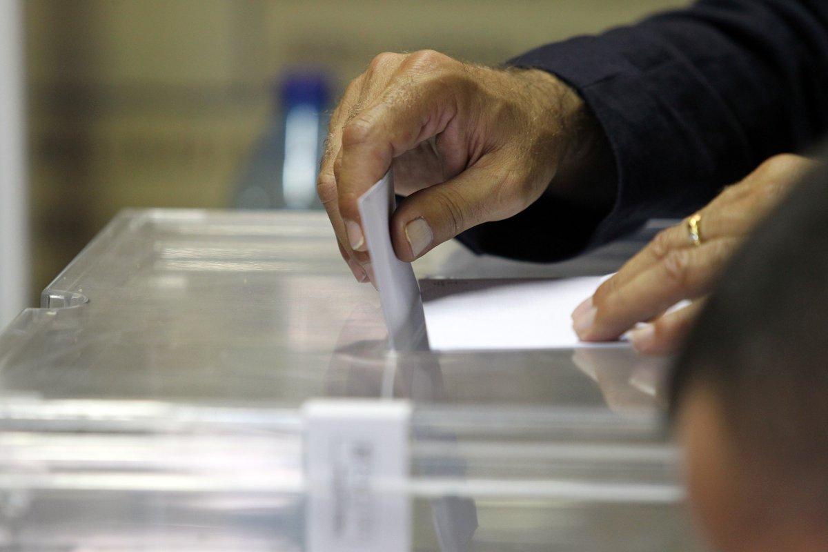Después de que el Govern de la Generalitat procediese a la preceptiva modificación normativa de la Ley del Deporte para incluir el voto por correo ordinario en las elecciones de las entidades deportivas, el Club ha activado los trámites necesarios para hacerlo posible