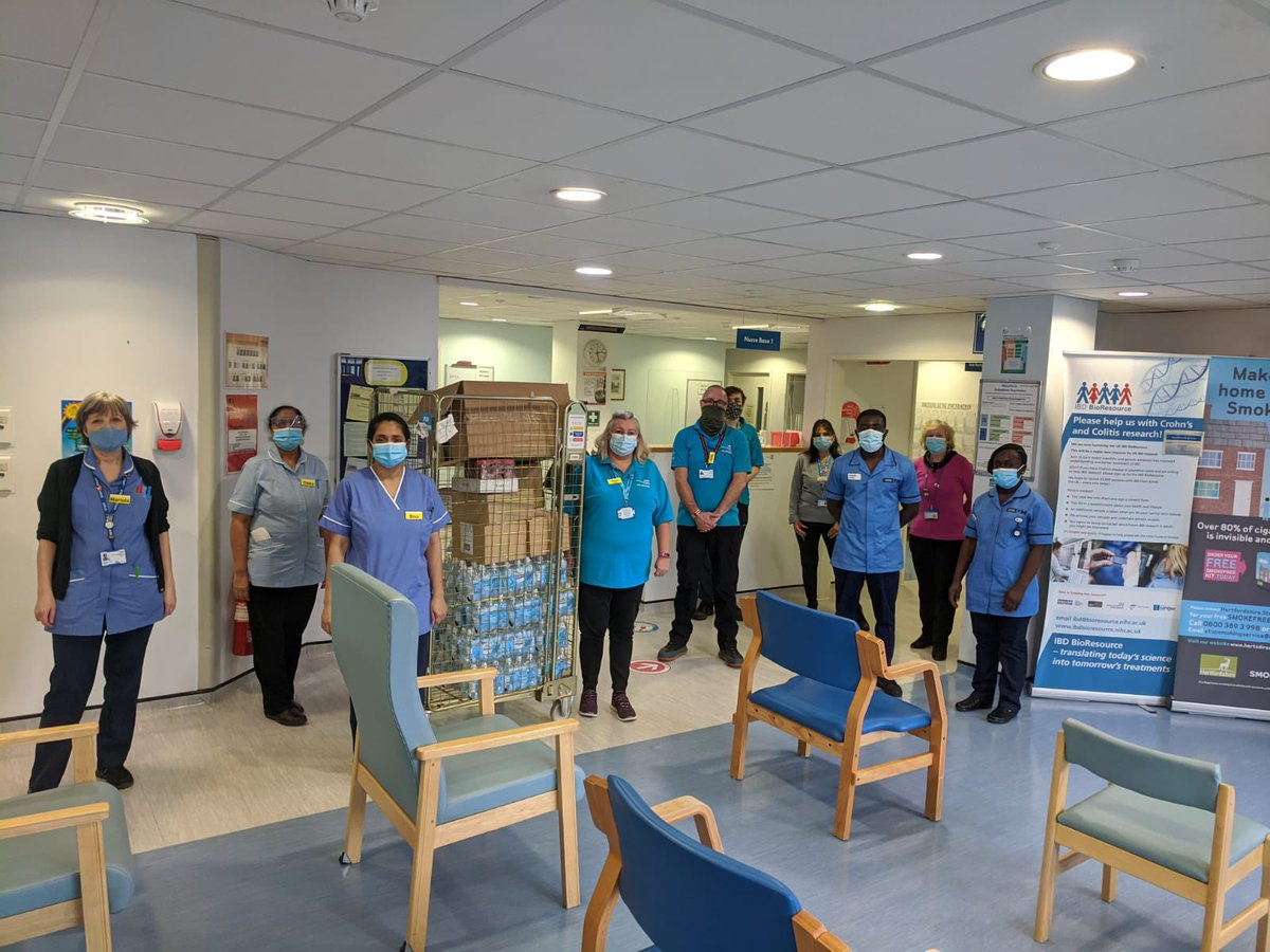 Today our Response #volunteers paid a visit to Hemel  Hempstead Hospital to dish out some treats. Great work vols! @CarterTreacle @sepsismaggie @AndreaHone1