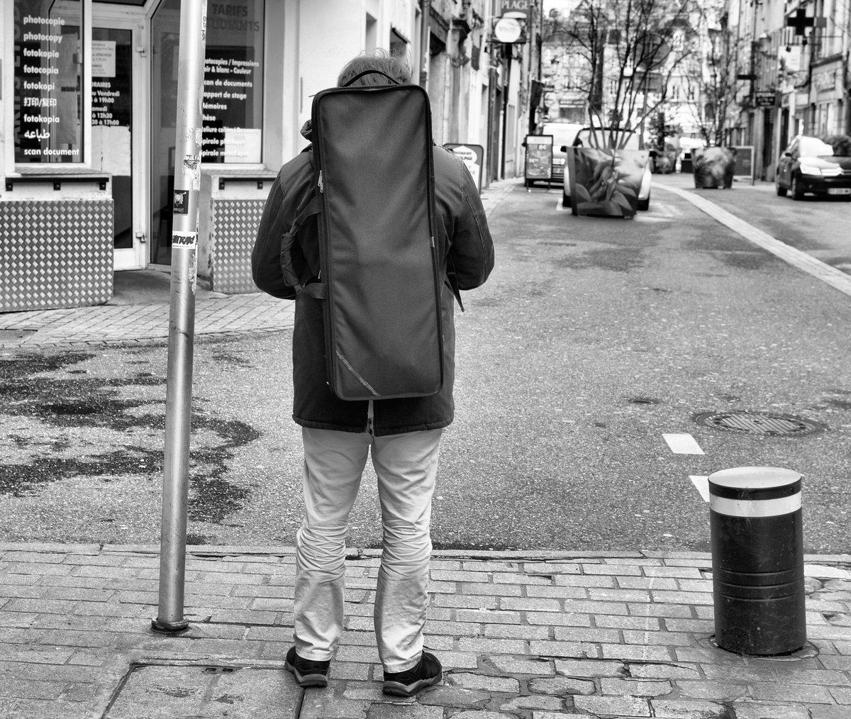 En passant par la rue du Pont des Morts à Metz. #Photo #Photographie #Photography #PhotoOfTheDay #StreetPhoto #StreetPhotography #UrbanPhotography #UrbanPhoto #NoirEtBlanc #BlackAndWhite #BlackAndWhitePhoto #BlackAndWhitePhotography #StreetLife #CityLife #Metz #France SG*📸 Jan21