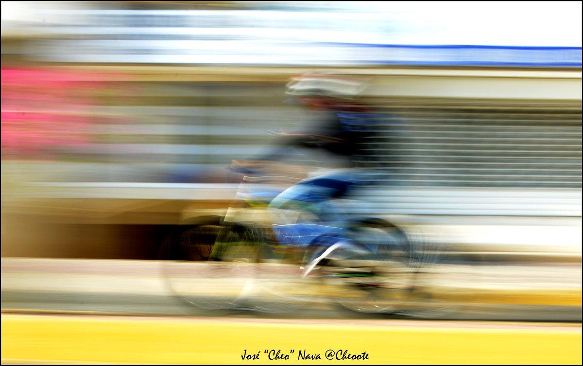 Ciclista, #panningphotography , #ciclovia #maracaibo #venezuela #zulia #photooftheday #natgeo #natgeoyourshot #color