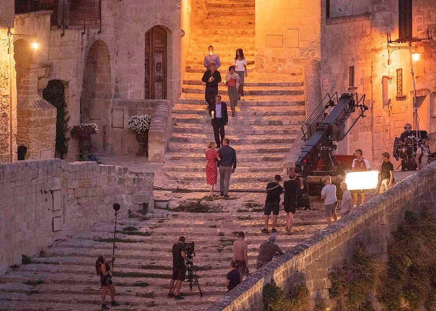 #JamesBond #Bond25 #NoTimeToDie #movie #cinema #BondJamesBond #behindthescenes #filmproduction #filmcrew #setlife #crewmatter #Bondfilm #cast #actor #filmlocation   #DanielCraig & #LeaSeydoux shooting romantic evening stroll on location in #Matera