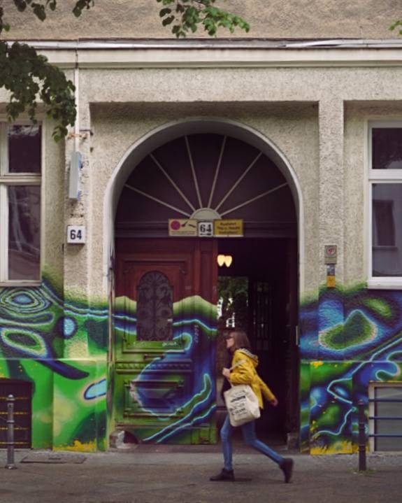 Walk #streetphotography #berlin #photooftheday #photography #dailyphoto #ThePhotoHour #Germany #deutschland