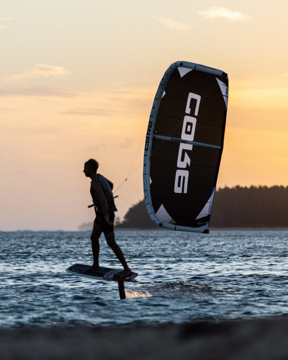Every day is an opportunity to #GOKITING; if the wind is light, take your #XLITE 💦 #SUNSETMOOD with Steven Akkersdijk ✨  📷Juli Pereyra   #corekites #tbt #sunset #foil #foiling #foilride #kitesurfing #kiteboarding #gofoiling #thefoiler #xlite #foilbetter