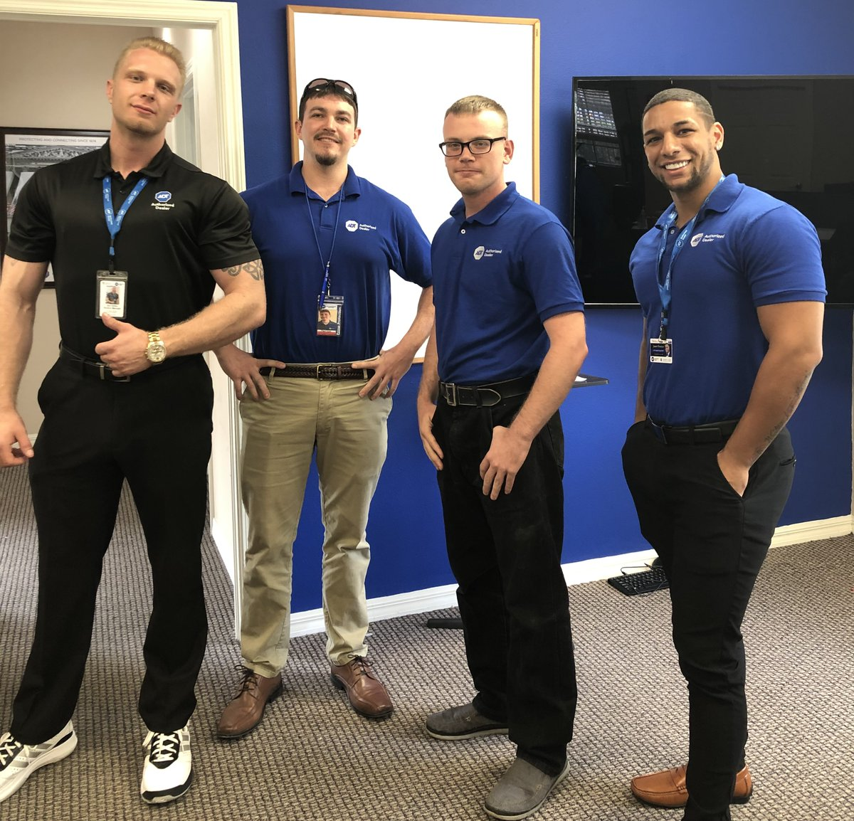 Sales rep appreciation post! Shoutout to Eric, Paul, Martin, and Jamie... keep up the good work! #Salesforce #appreciationpost #homesecurity https://t.co/rHKAkRTrRF