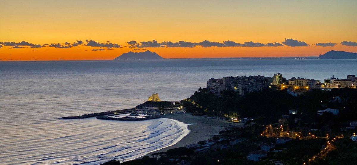 #sunset #love #sperlonga @3BMeteo @visit_lazio @SperlongaP @BorghiPiuBelli @siviaggia @SkyscannerIT @dcq_italia