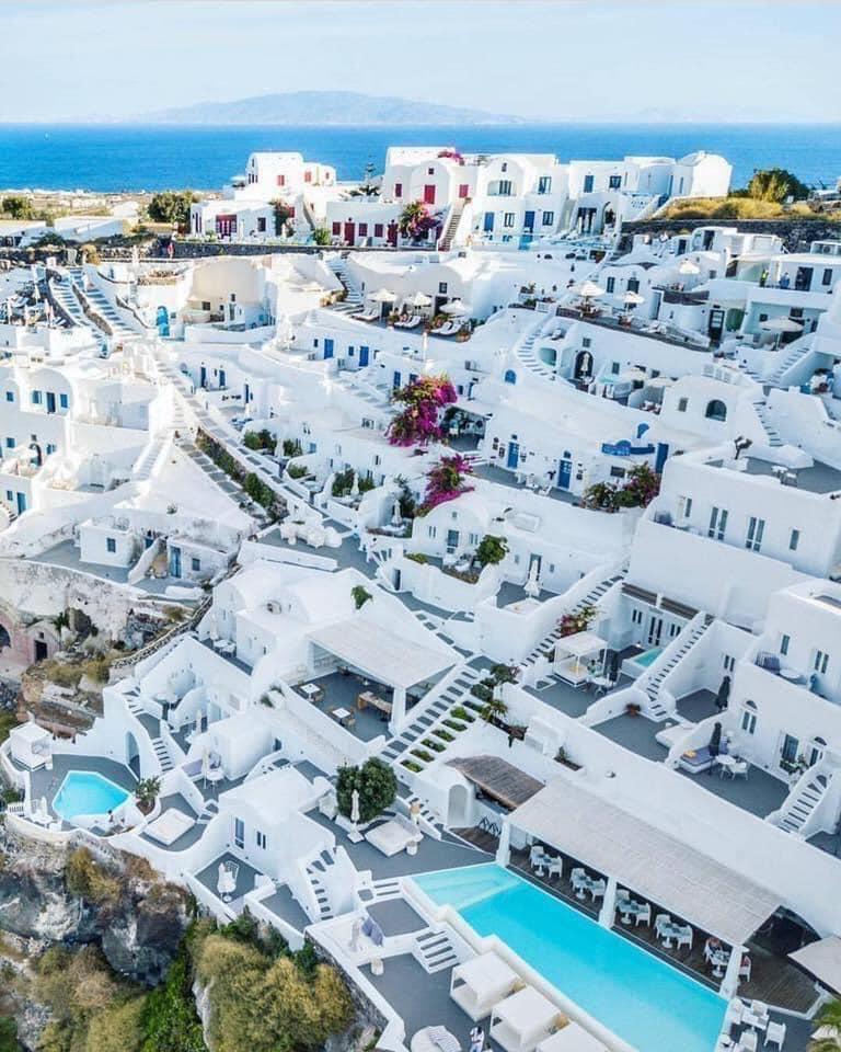 The Beauty of Santorini, Greece 🇬🇷💙 #santorini #greece #travel #santorinigreece #mykonos #greekislands #summer #cyclades #oia #travelphotography #visitgreece #santoriniisland #sunset #island #travelgram #oiasantorini #athens #santoriniwedding #love #santoriniphotographer #bhfyp