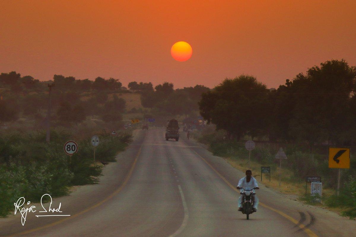 Beautiful sunset from the land of Tharparkar desert... #sunset #SunsetForWoodz #sunsets