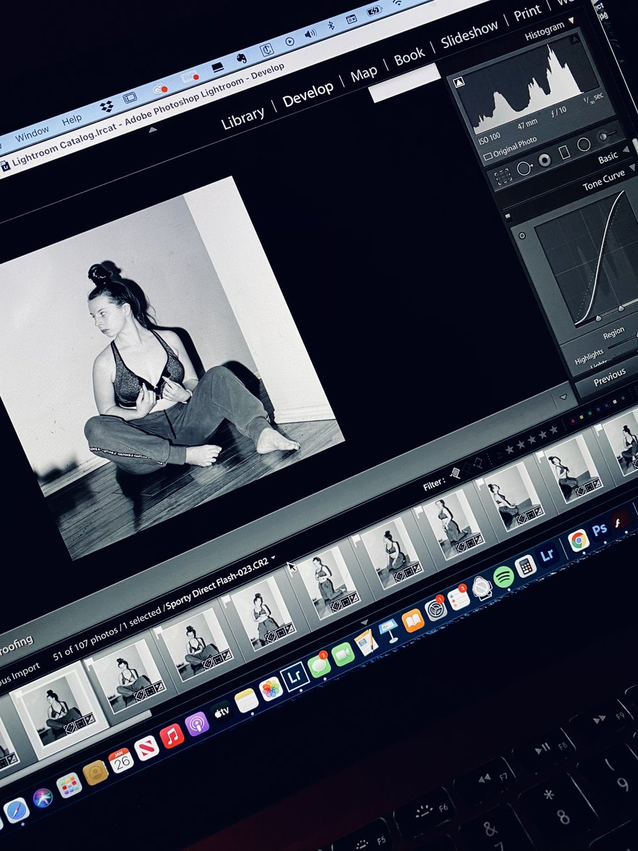 Editing away on the first photoset of the day! No makeup with a sporty flair (still playing with flash - need to grab my remote triggers and get a lil' more creative)   #Photos #sellingcontent #ContentCreator #models #onlyfans #tuesdayvibe #lightroom