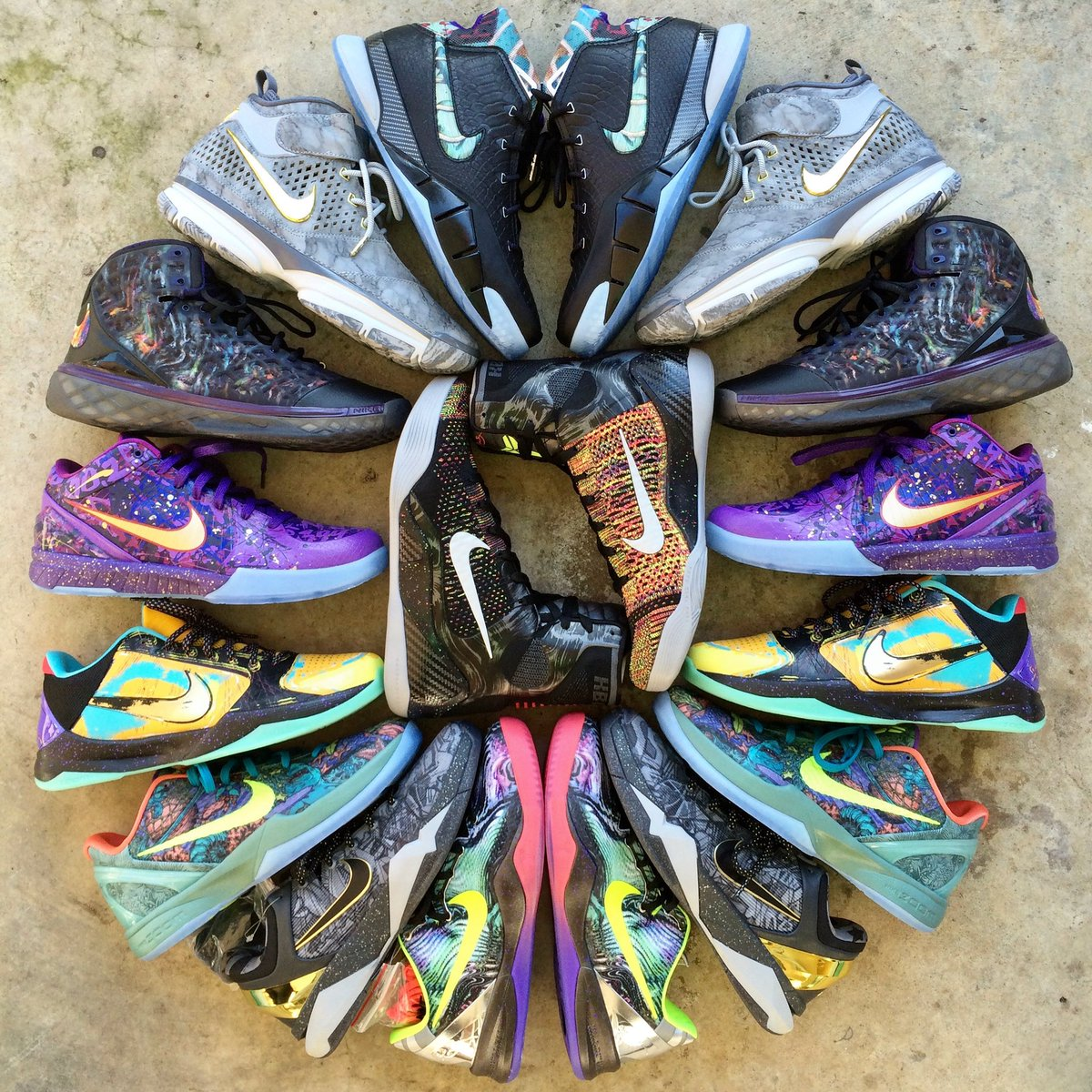 I still remember grabbing this entire pack for retail during All Star week. These will always be part of my collection RIP Kobe 🙏🏽 https://t.co/W9Cdqb1Acp