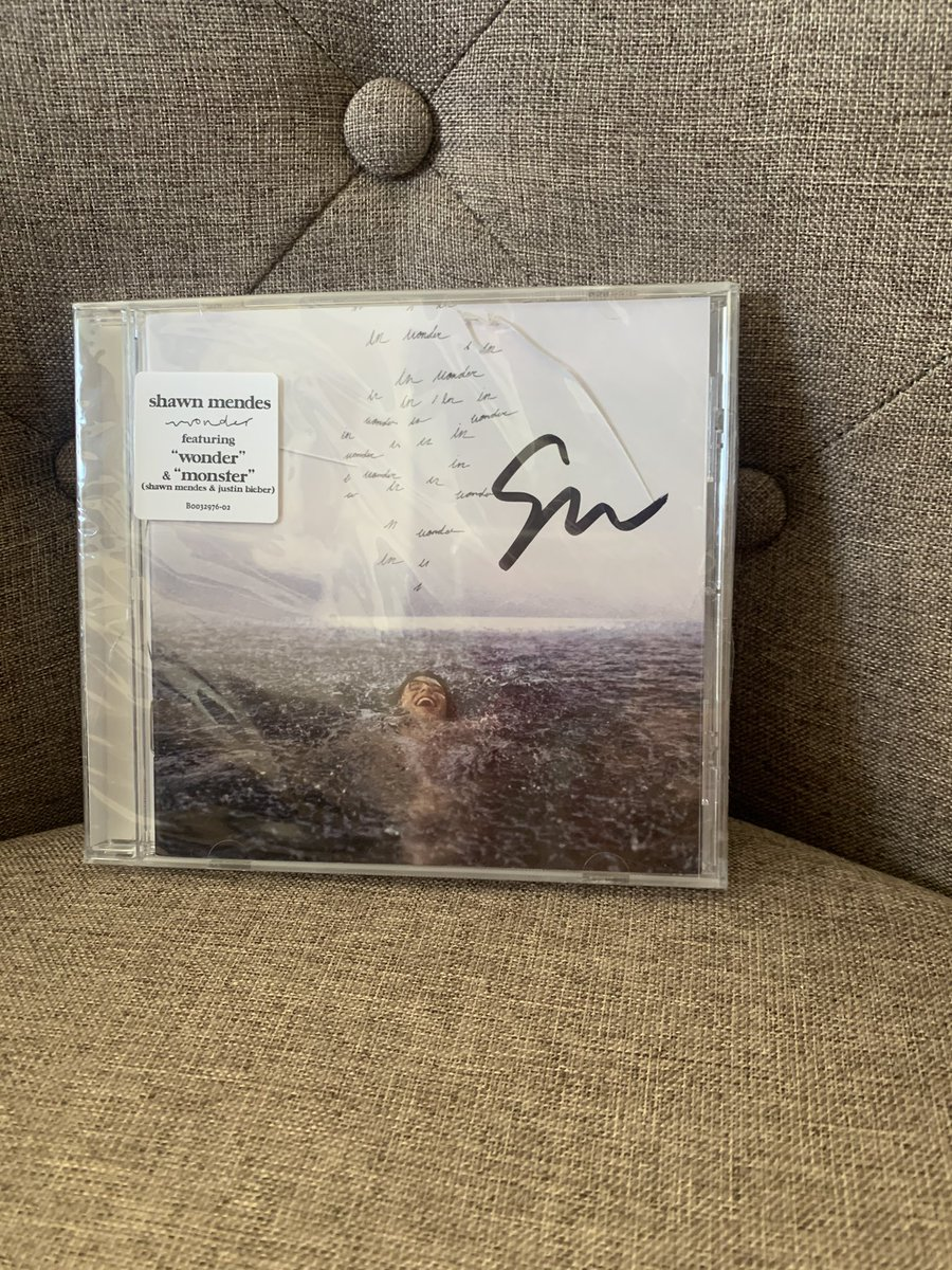 it finally arrived!! a little bit broken but still, i'm so grateful and happy!!! #Wonder @ShawnMendes @ShawnAccess
