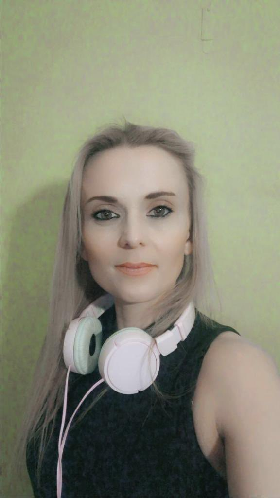 Hi guys I'm live now on #twitch - come and join me in the chat  #dj #femaledj #girl #girls #dance #dancemusic #clubbing #trance #trancefamily #twitch #twitchstreamer #love #like #follow #followers #insta #instagood #electronicmusic #twitchgirl #twitchgirls