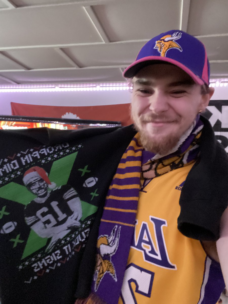 #ThankYouAaron For completely destroying my loyalty to the Vikings. Why are you such a likeable guy?? #SKOL @PatMcAfeeShow @AaronRodgers12 @OfficialAJHawk @PMIMett @BaileyMcComas