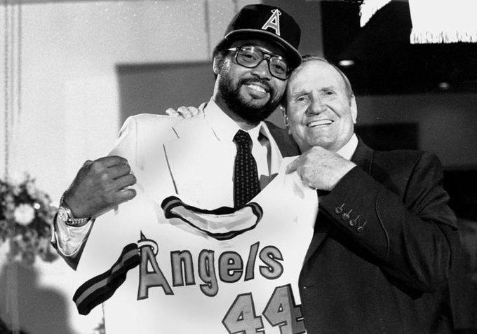 Reggie Jackson and California Angels owner Gene Autry on this date January 26 in 1982. Photo by AP. #OTD #BaseballGuterman cc: @mroctober