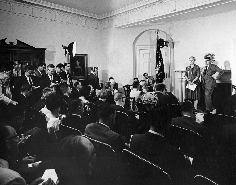 Dr. Janet Travell became the first female White House physician #OTD January 26, 1961. Dr. Travell was physician to Presidents Kennedy and Johnson from 1961-65. Learn more @JFKLibrary:   📸Dr. Travell at a press briefing on 6/22/61: