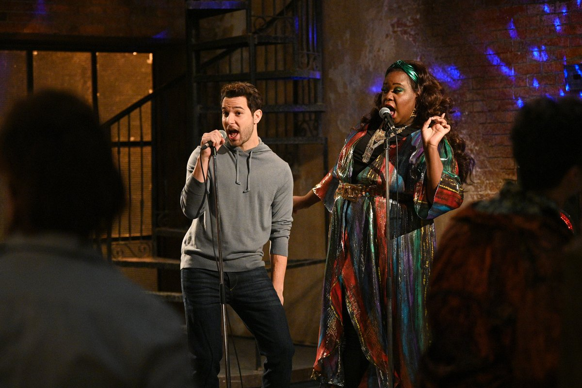RT if you would die to have@thealexnewell as your karaoke partner cause big SAME. #ZoeysPlaylist