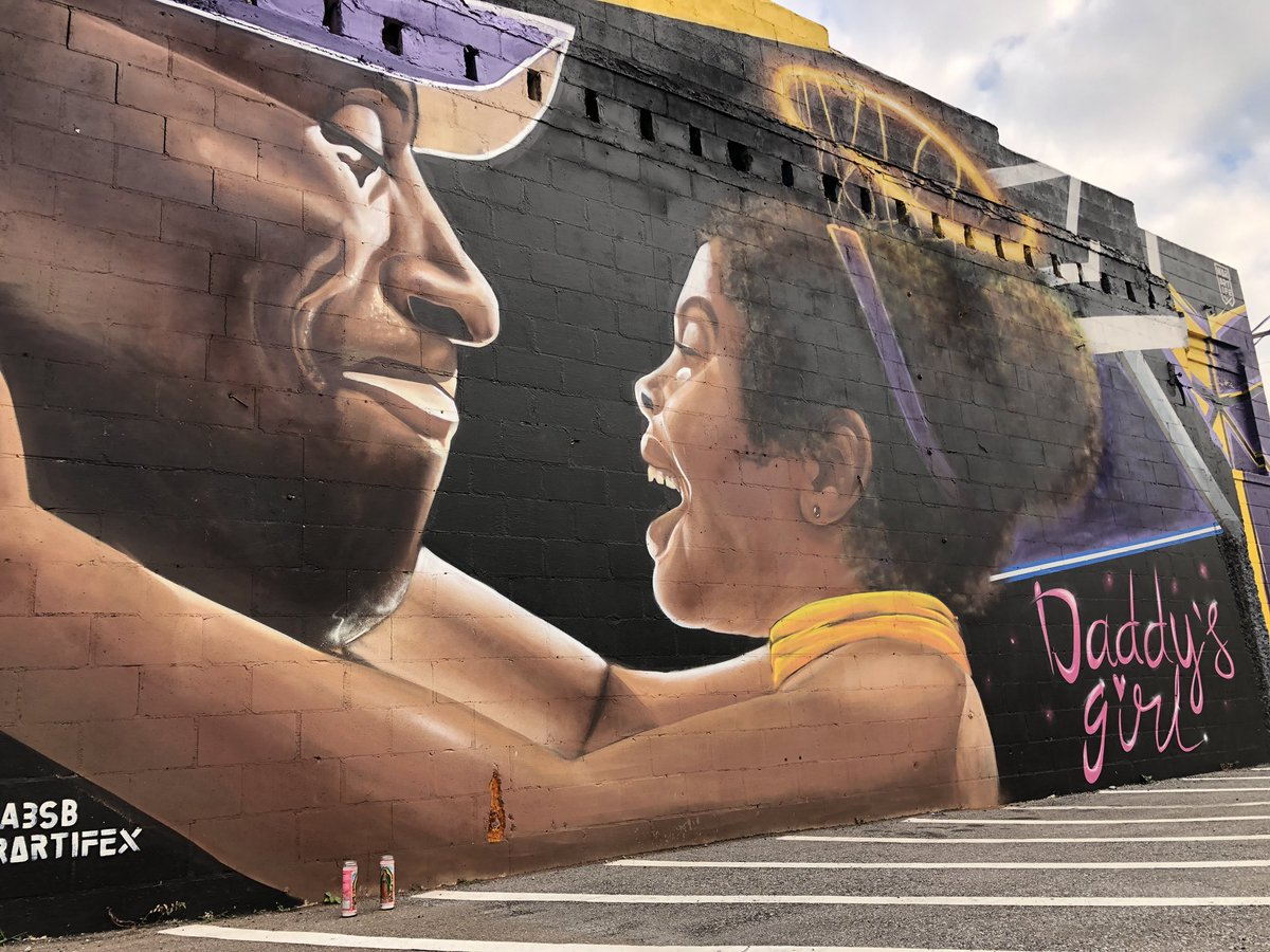Someone left candles by this Tampa mural of Kobe and Gianna. 💛💜 #MambaMentality #MambaForever
