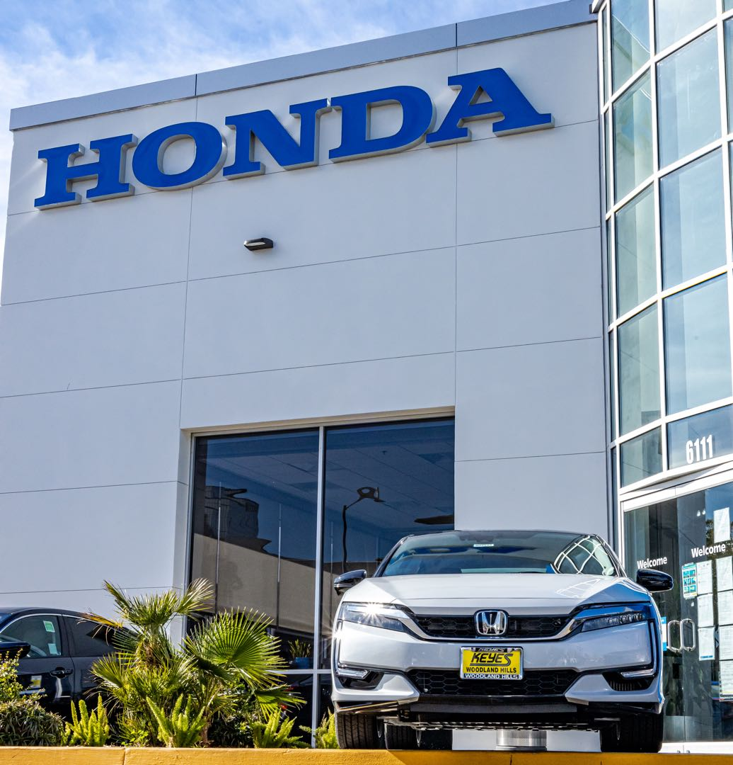 We see Honda in your future! 🔮  🚩🚩  #honda #hondaclarity #hondalife #hybrid #fuelcell #electric #clarity #hondacity #woodlandhills #socal #cardealership #carsales #stance #brand #vtec #newcar