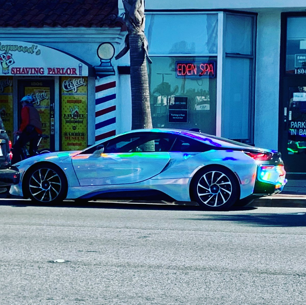 #halographicVinyl #holographicPaint #BMWi8