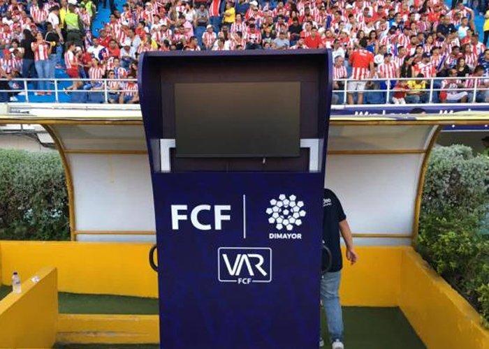 El partido entre Junior y América de Cali, por la tercera fecha del FPC, tendrá uso del VAR en el Estadio Metropolitano. Los otros compromisos que contarán con esta herramienta serán Águilas Doradas vs Santa Fe y Bucaramanga vs Medellín. https://t.co/EscKIQGRoH