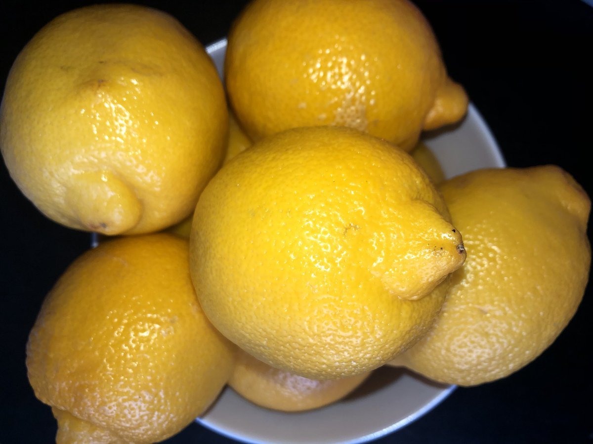 A cold, dreary day and evening. Sharing some sunshine 🤗 #lemons