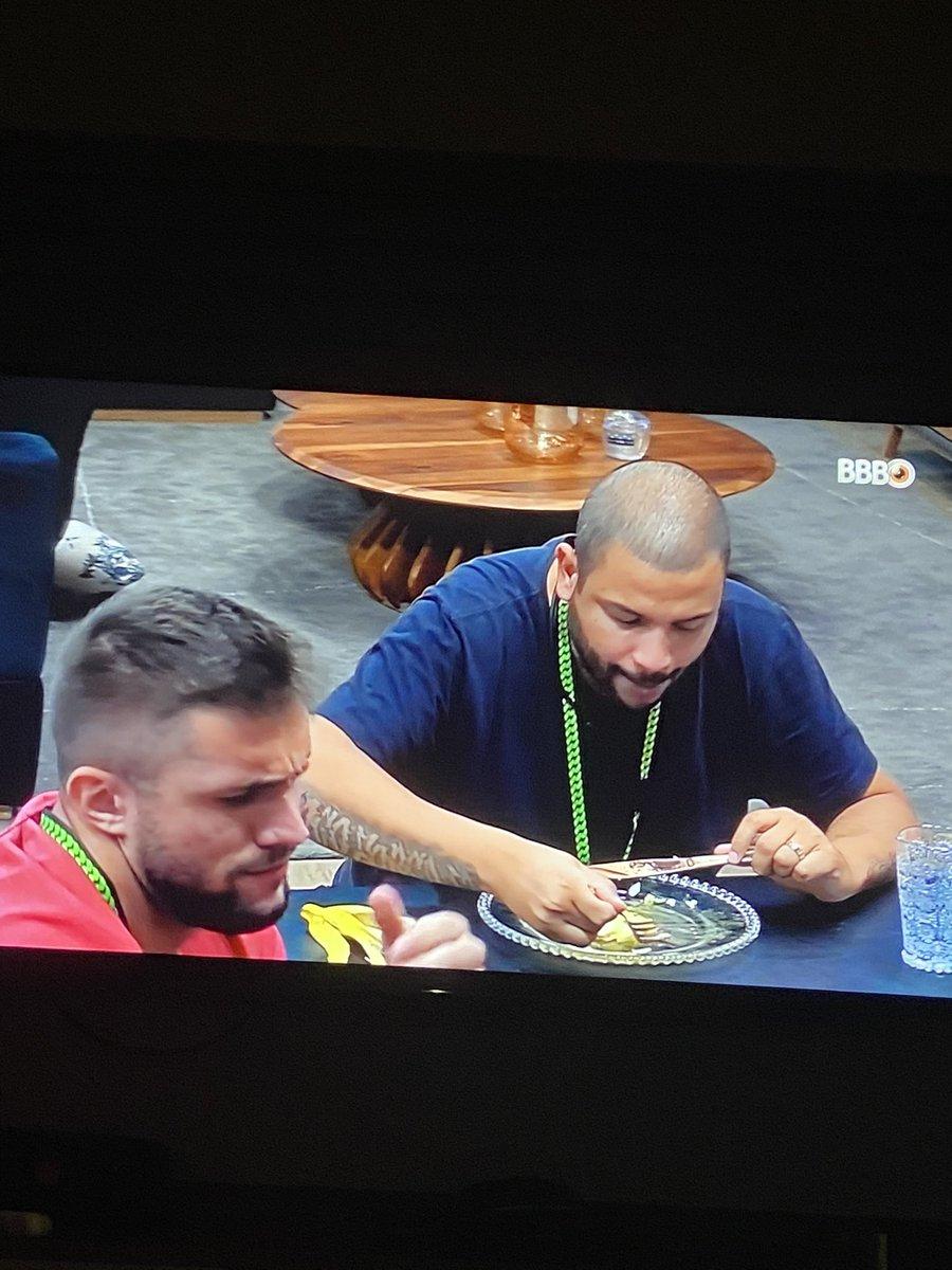RT @Sarrinhoo: Projota comendo tranquilo sem saber a merda que foi esse primeiro tempo do Santos https://t.co/AHbOdMyo6T