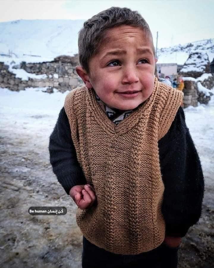 Una luz en un negro túnel, con #SaludParaElPueblo, con una sonrisa y a pesar de las adversidades climatológicas que sufren, sin un techo donde cobijarse por el brutal colonialismo israelí, los niños de Gaza os desean #BuenasNochesMundo.  #FreePalestine🇵🇸 #BDS
