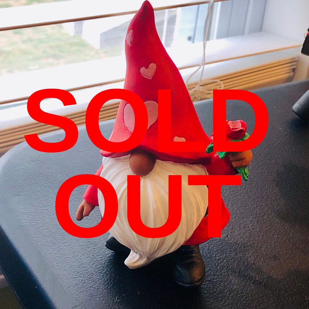 My Black Love Gnome Figurine didn't last an hour before it sold. 🙌🏾 New items are coming to my @etsy store (figurines, ornaments, schedulers)! Follow @deluxds for more updates! #EStoreMonday #SmallBusinessSaturday #SellSomethingSunday #BloggingwithDE #DECrafts #EtsyFriday #DE https://t.co/C7ULLicH96