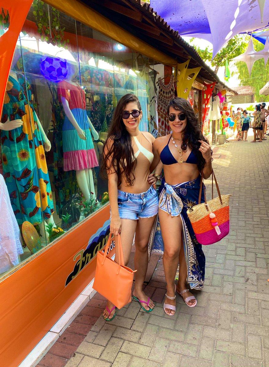 Hoje é o seu dia... Parabéns! ❤️✨ Eu te amo Maninha linda, que Deus te abençoe e te livre de todo mal, muita saúde e felicidade! 🎊🥳🎉 #felizaniversario #happybirthday #happy #sister #sisterlove #irmãs #família #forever #family #girls #beautiful #lindas #amo #love #beach